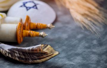 Jewish holiday religious tradition attributes and symbols festival