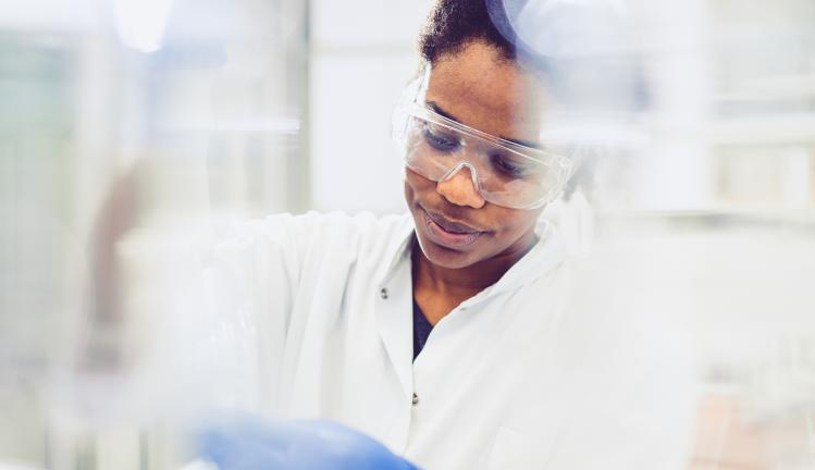 A young female scientist working in the laboratory.